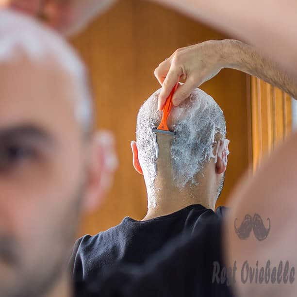 shave your head Using Razor